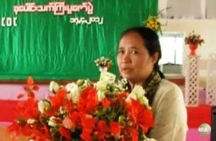 ၂၀၁၂ ခုနှစ် ဧပြီလ ၁၇ ရက်က ထိုင်း မြန်မာနယ်စပ် မယ်တော်ဆေးခန်း သက်ကြီးပူဇော်ပွဲ အခမ်းအနားတွင် ဒေါက်တာစင်သီယာမောင် နှုတ်ခွန်းဆက်စကားပြောနေစဉ်။