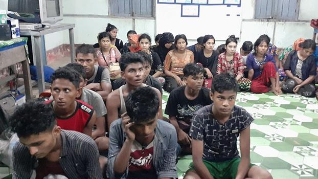 ဧရာဝတီတိုင်းဒေသကြီး ငပုတောမြို့နယ် ငရုတ်ကောင်းမြို့မှာ ဖမ်းဆီးမိခဲ့တဲ့ မွတ်စလင်တွေကို ၂ဝ၁၉ စက်တင်ဘာ ၂၆ ရက်နေ့က တွေ့ရစဉ်