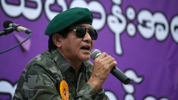 ရန်ကုန်မြို့မှာ ၂ဝ၁၉ သြဂုတ် ၃ ရက်နေ့ကပြုလုပ်တဲ့ တပ်မတော်ခေါင်းဆောင် လေးဦးကို အမေရိကန်နိုင်ငံက ပိတ်ဆို့အရေးယူထားတာ ကန့်ကွက်တဲ့ ဆန္ဒပြပွဲမှာ ဘူးလက် ဦးလှဆွေ ကို တွေ့ရစဉ်