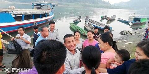 ရက္ခိုင့်တပ်တော် AA က ၂ဝ၂ဝ ဇန်နဝါရီလ ၂၁ ရက်နေ့တွင် ပြန်လွှတ်ပေးလိုက်သည့် NLD အမျိုးသားဒီမိုကရေစီအဖွဲ့ချုပ် လွှတ်တော်ကိုယ်စားလှယ် ခူမီးအမျိုးသား ဦးဝှေ့တင်း။