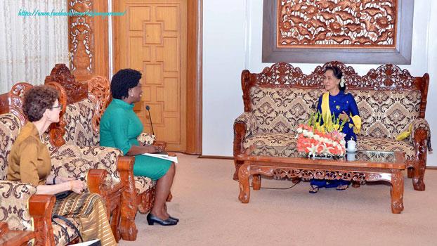 ကမ္ဘာ့ဘဏ် ဒုတိယဥက္ကဋ္ဌ Ms. Victoria Kwakwa နှင့် နိုင်ငံတော် အတိုင်ပင်ခံပုဂ္ဂိုလ် ဒေါ်အောင်ဆန်းစုကြည်တို့ ၂ဝ၁၈ ခုနှစ် ဇူလိုင်လ ၁ဝ ရက်နေ့က နေပြည်တော်တွင် တွေ့ဆုံစဉ်။