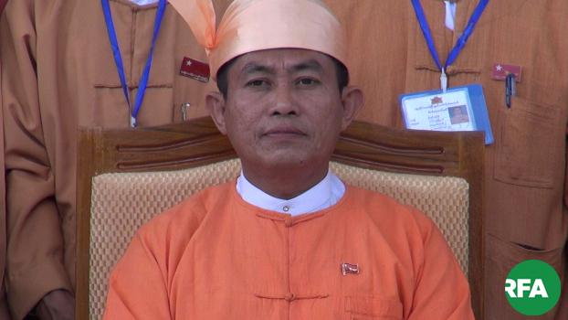 ပဲခူးတိုင်းဒေသကြီး ဝန်ကြီးချုပ် ဦးဝင်းသိန်းကို တွေ့ရစဉ်