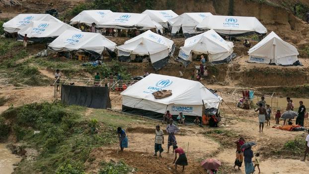 ဘင်္ဂလားဒေ့ရှ်နိုင်ငံရှိ မွတ်စလင် ဒုက္ခသည်စခန်းတွေကို တွေ့ရစဉ်