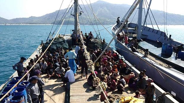 ထားဝယ်ခရိုင် လောင်းလုံဘုတ်ကျွန်းအနီးက ပင်လယ်ပြင်မှာ ၂၀၁၈ နိုဝင်ဘာလ ၂၅ ရက်နေ့က လှေနဲ့ထွက်ပြေးလာတဲ့ မွတ်စလင်ဒုက္ခသည်တွေကို ဖမ်းဆီးရမိစဉ်