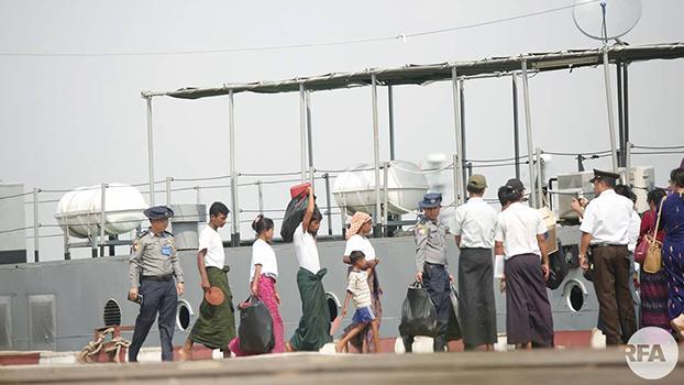 မွတ်စလင်ဒုက္ခသည် ၁၀၆ ဦးကို ရေတပ်သင်္ဘော ၂ဝ၁၈ ခုနှစ် နိုဝင်ဘာလ ၁၈ ရက်နေ့က စစ်တွေမြို့ကို ပြန်လည်ပို့ဆောင်စဉ်