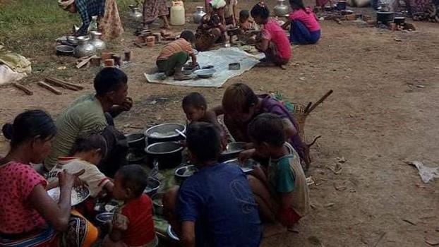 အမ်းမြို့နယ် နတ်မော်ကျေးရွာစာသင်ကျောင်းမှာ ခိုလှုံနေကြတဲ့ ချင်းစစ်ဘေးဒုက္ခသည်တွေကို တွေ့ရစဉ်