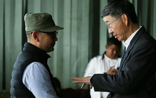 တရုတ်အစိုးရကိုယ်စားလှယ် မစ္စတာ ဆွန်းကော်ရှန်းနဲ့ AA စစ်ဦးစီးချုပ် ဗိုလ်ချုပ်ထွန်းမြတ်နိုင် ၂ဝ၂ဝ ဇန်နဝါရီ ၁ဝ ရက်နေ့က KIA ဌာနချုပ်မှာ တွေ့ဆုံစဉ်။