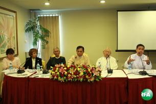 ရန်ကုန်မြို့၊ Park Royal ဟိုတယ်မှာ သြဂုတ်လ ၁၂ ရက်နေ့ကကျင်းပတဲ့ စာနယ်ဇင်းကောင်စီ(ယာယီ) နဲ့ ဝန်ကြီး ဦးအောင်ကြည်တို့ရဲ့ ပူးတွဲသတင်းစာ ရှင်းလင်းပွဲကို တွေ့ရစဉ်