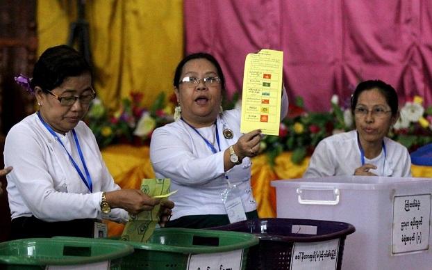 ၂ဝ၁၅ ရွေးကောက်ပွဲတွင် မဲရလဒ်ရေတွက်စဉ်။