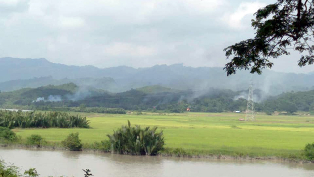 မီးရှို့ခံရတဲ့ ရခိုင်ပြည်နယ် ဘူးသီးတောင်မြို့နယ် ကွမ်းတောင်ကျေးရွာကို တွေ့ရစဉ်