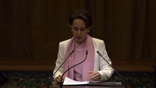 နယ်သာလန်နိုင်ငံ သည်ဟိတ်မြို့ (ICJ) အပြည်ပြည်ဆိုင်ရာတရားရုံးတွင် ၂ဝ၁၉ ဒီဇင်ဘာလ ၁၂ ရက်နေ့က တွေ့ရသည့် နိုင်ငံတော်အတိုင်ပင်ခံပုဂ္ဂိုလ် ဒေါ်အောင်ဆန်းစုကြည်။