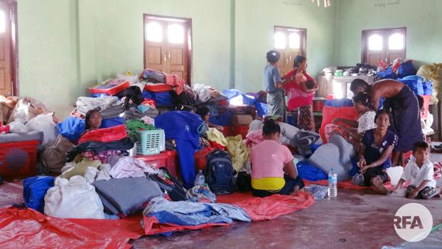 ရခိုင်ပြည်နယ် ဘူးသီးတောင်မြို့နယ် ဒုံးသိမ်ကျေးရွာမှာ မှီခိုနေကြရတဲ့ စစ်ဘေးဒုက္ခသည်တွေကို ၂၀၁၉၊ ဇန်နဝါရီ ၁၇ ရက်နေ့က တွေ့ရစဉ်
