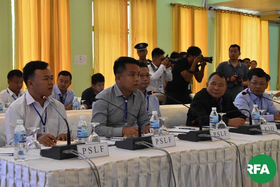 ၂ဝ၁၉ စက်တင်ဘာလ ၁၇ ရက်နေ့က ကျိုင်းတုံမြို့တွင်ပြုလုပ်သည့် ဆွေးနွေးပွဲသို့ တက်ရောက်လာသည့် PSLF/ TNLA ကိုယ်စားလှယ်များ။
