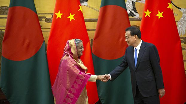 တရုတ်ဝန်ကြီးချုပ် Li Keqiang နဲ့ ဘင်္ဂလားဒေ့ရှ်ဝန်ကြီးချုပ် Sheikh Hasina တို့ တရုတ်နိုင်ငံ ဘေဂျင်းမြို့မှာ ၂၀၁၉ ဇူလိုင် ၄ ရက်နေ့ကတွေ့ဆုံစဉ်