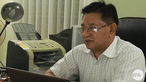 မြန်မာနိုင်ငံ အမျိုးသားလူ့အခွင့်အရေး ကော်မရှင်အဖွဲ့ဝင် ဦးယုလွင်အောင် ကို တွေ့ရစဉ်