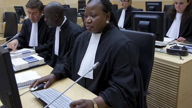 ICC နိုင်ငံတကာ ရာဇဝတ်ခုံရုံးရဲ့ စွဲချက်တင်ရှေ့နေချုပ် Fatou Bensouda ကို တွေ့ရစဉ်