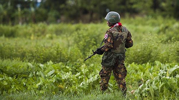 ရခိုင်ပြည်နယ် စစ်တွေမြို့မှာ လုံခြုံရေးယူနေတဲ့ စစ်သားတစ်ဦိးကို ၂၀၁၉ စက်တင်ဘာ ၂၀ ရက်နေ့က တွေ့ရစဉ်