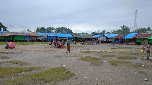 မြေပုံမြို့နယ်က ကမ်းထောင်းကြီး စစ်ဘေးဒုက္ခသည်စခန်းကို တွေ့ရစဉ်