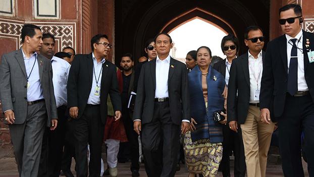 မြန်မာနိုင်ငံတော် သမ္မတ ဦးဝင်းမြင့်နဲ့ ဇနီးဒေါ်ချိုချို တို့ကို ၂၀၂၀ ဖေဖော်ဝါရီ ၂၉ ရက်နေ့က Taj Mahal တဂျ်မဟာဗိမ္မာန်မှာ တွေ့ရစဉ်