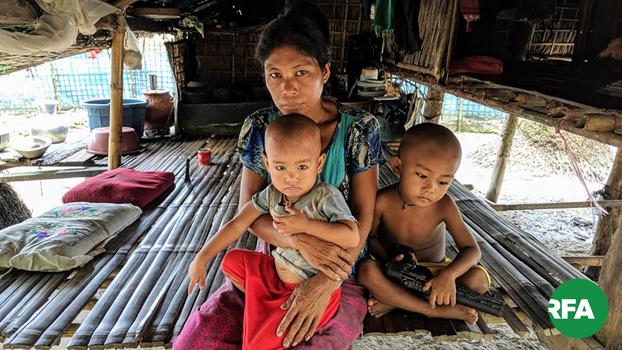 စစ်တွေမြို့နယ် အုန်ရည်ဖော်ကျေးရွာကို စစ်ဘေးကြောင့် ထွက်ပြေးရောက်ရှိလာတဲ့ ရသေ့တောင်မြို့နယ် ရွှေလောင်းတင်ကျေးရွာက ဒေသခံတွေကို တွေ့ရစဉ်