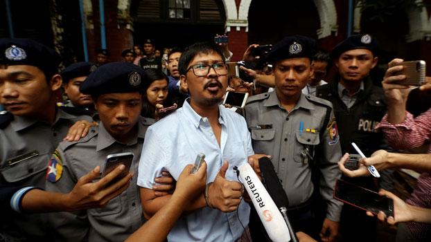 ဖမ်းဆီးထိန်းသိမ်းခံထားရသည့် ရိုက်တာသတင်းထောက် ကိုဝလုံးကို ရန်ကုန် မြောက်ပိုင်းခရိုင်တရားရုံးတွင် ၂ဝ၁၈ ဇူလိုင်လ ၉ ရက်နေ့က တွေ့ရစဉ်။
