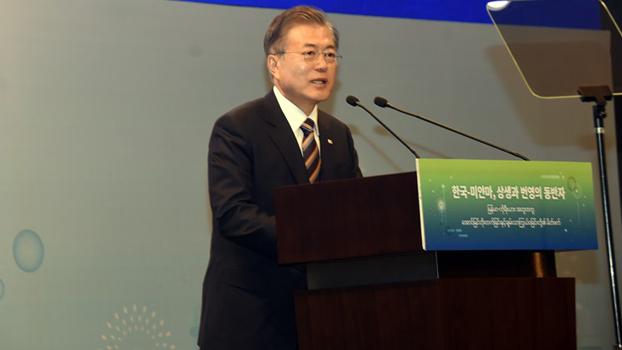 တောင်ကိုရီးယား သမ္မတ မွန်းဂျေအင်းကို ၂ဝ၁၉ စက်တင်ဘာ ၄ ရက်နေ့က ရန်ကုန်မြို့ Lotte ဟိုတယ်မှာ တွေ့ရစဉ်