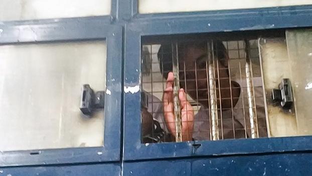 ပုဒ်မ ၁၉ တရားစွဲခံထားရတဲ့ တကသ ကျောင်းသား ကိုမင်းဟန်ထက်ကို ရန်ကုန်မြို့၊ လှိုင်မြို့နယ်တရားရုံးမှာ ၂၀၁၉၊ သြဂုတ် ၁၄ ရက်နေ့က ရုံးထုတ်စဉ်