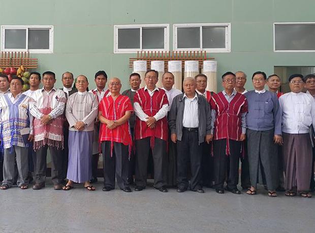 သမ္မတ ဦးသိန်းစိန်နဲ့ KNU ၊ RCSS/SSA နဲ့ DKBA ခေါင်းဆောင်တွေ သြဂုတ်လ ၃ ရက်နေ့က နေပြည်တော်မှာ တွေ့ဆုံကြစဉ်