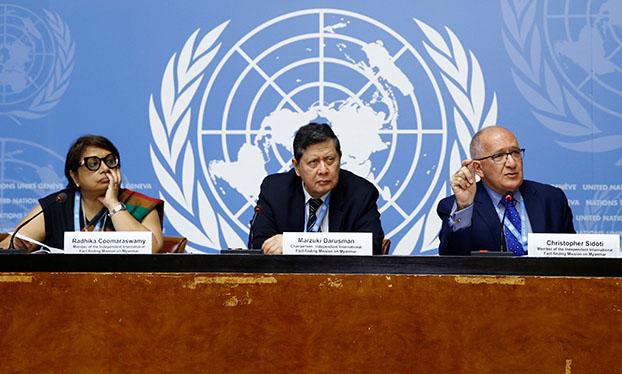 မြန်မာနိုင်ငံဆိုင်ရာ နိုင်ငံတကာ အချက်အလက်ရှာဖွေရေးအဖွဲ့ဝင် ရာဒိက ကုမ္မာရဆွာမိ၊ မာဇုကီဒါရုစ်မန်နှင့် ခရစ္စတိုဖာဆီဒိုတီတို့ ဆွစ်ဇာလန်နိုင်ငံ ဂျနီဗာမြို့ရှိ ကုလသမဂ္ဂရုံးတွင် ၂ဝ၁၈ စက်တင်ဘာလ ၁၈ ရက်နေ့က သတင်းစာရှင်းလင်းပွဲ ပြုလုပ်စဉ်။