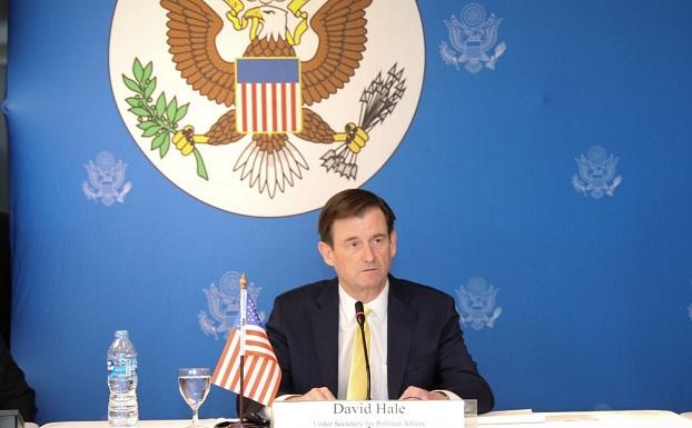 အမေရိကန် နိုင်ငံခြားရေးဌာန နိုင်ငံရေးအတွင်းဝန် (David Hale) ဒေးဗစ် ဟေးလ် ထိုင်းနိုင်ငံမှာ အင်္ဂါနေ့က သတင်းစာရှင်းလင်းပွဲ ပြုလုပ်စဉ်။