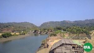 ရခိုင်ပြည်မြောက်ပိုင်း ရသေ့တောင်မြို့တစ်နေရာကို တွေ့ရစဥ်