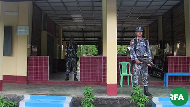 မောင်တောမြို့နယ် ကျီးကန်းပြင်က အမှတ်(၁)နယ်ခြားစောင့်ရဲကွပ်ကဲမှုအဖွဲ့မှူရုံးမှာ ကင်းစောင့်နေတဲ့ ရဲတပ်သားတွေကို ၂၀၁၇ ခုနှစ်ကတွေ့ရစဉ်