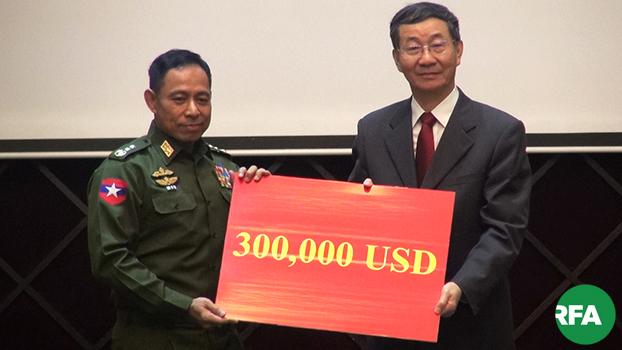 မြန်မာ့ငြိမ်းချမ်းရေးအတွက် တရုတ်နိုင်ငံခြားရေးဝန်ကြီးဌာန အာရှရေးရာ အထူးကိုယ်စားလှယ် စွန်းကော်ရှန်းက  ပြည်ထောင်စုအဆင့် ပစ်ခတ်တိုက်ခိုက်မှုရပ်စဲရေးဆိုင်ရာ ပူးတွဲစောင့်ကြည့်ရေးကော်မတီကို ၂၀၁၉ နိုဝင်ဘာ ၈ ရက်နေ့က  ဒေါ်လာ ၃ သိန်းလှူဒါန်းစဉ်