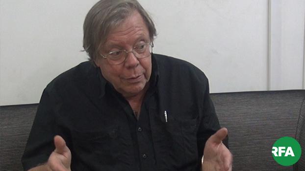 မြန်မာ့အရေးနဲ့ အရှေ့တောင်အာရှရေးရာ ကျွမ်းကျင်သူ ဝါရင့်သတင်းစာဆရာ Bertil Lintner ဘာတေးလ် လင့်တနာ ကို တွေ့ရစဉ်