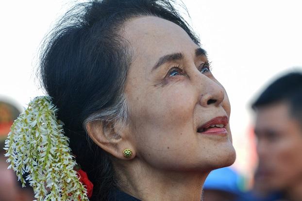 ၆၈ နှစ်မြောက် ကယားပြည်နယ်နေ့အခမ်းအနားကို တက်ရောက်လာသော နိုင်ငံတော်အတိုင်ပင်ခံပုဂ္ဂိုလ် ဒေါ်အောင်ဆန်းစုကြည်။