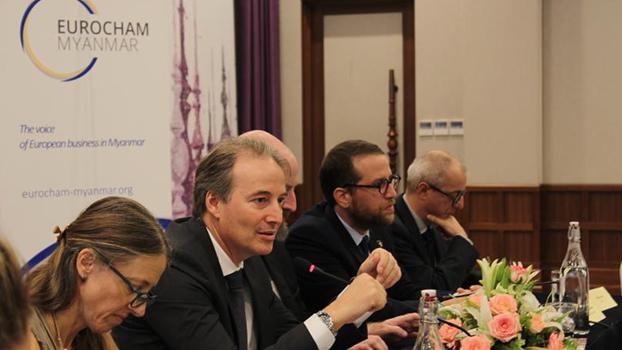 EuroCham Myanmar အဖွဲ့နဲ့ European Investment Bank ရဲ့ အာရှပစိတ်ဖိတ်ဒေသ အဖွဲ့ခေါင်းဆောင်  Angel Marcarino Paris တို့ တွေ့ဆုံဆွေးနွေးကြစဉ်