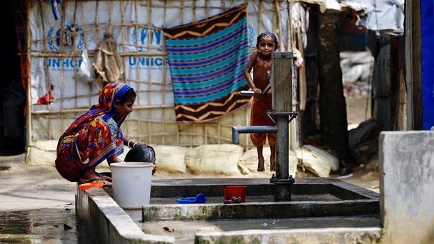 ဘင်္ဂလားဒေ့ရှ်နိုင်ငံ ကော့ဆက်ဘဇားခရိုင်ရှိ ဒုက္ခသည်စခန်းတစ်ခုတွင် တွေ့ရသည့် ဟိန္ဒူဒုက္ခသည်များ