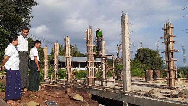 မင်းတုန်းမြို့နယ်အတွင်းက မကွေးတိုင်းအစိုးရဘဏ္ဍာငွေနဲ့ ဆောက်လုပ်နေတဲ့ အဆောက်အဦတစ်လုံးကို လွှတ်တော်ကိုယ်စားလှယ်၊  မြို့နယ်လမ်းဦးစီးအရာရှိနဲ့ မြို့နယ်အလုပ်အမှုဆောင်တို့ သွားရောက်စစ်ဆေးစဉ်