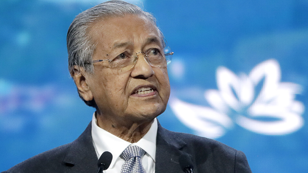မလေးရှား ဝန်ကြီးချုပ် ဒေါက်တာ မဟတ်သီယာ မိုဟာမက် ကို တွေ့ရစဉ်