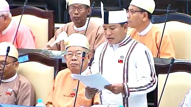 အမျိုးသားလွှတ်တော်ကိုယ်စားလှယ် ဦးဝှေ့တင်း ကို လွှတ်တော်မှာတွေ့ရစဉ်