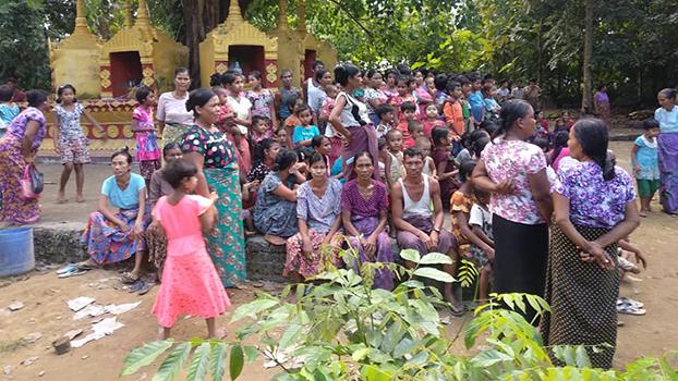 ရသေ့တောင်မြို့နယ် မိုးစဲကျွန်း ဦးဂါကျေးရွာကို ရောက်ရှိနေကြတဲ့ စစ်ဘေးရှောင်ဒုက္ခသည်တွေကို တွေ့ရစဉ်