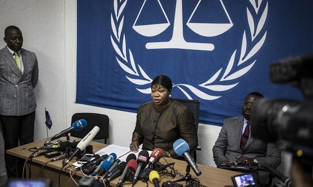 နိုင်ငံတကာ ရာဇဝတ်မှုခုံရုံး ICC ရှေ့နေ Fatou Bensouda ကို ၂ဝ၁၈ ခုနှစ်ကပြုလုပ်ခဲ့တဲ့ သတင်းစာရှင်းလင်းပွဲ တခုတွင် တွေ့ရစဉ်။