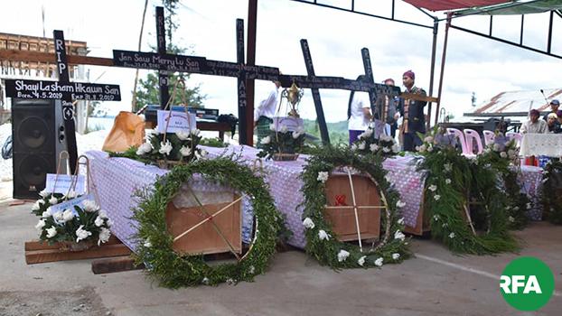 ကွတ်ခိုင်မြို့မှာ လက်နက်ကြီးကျလို့ သေဆုံးခဲ့သူတွေရဲ့ နာရေးအခမ်းအနားကို ၂ဝ၁၉ စက်တင်ဘာ ၁ ရက်နေ့က ပြုလုပ်ခဲ့စဉ်