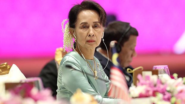 Nov 4ဒေါ်အောင်ဆန်းစုကြည် ကို ထိုင်းနိုင်ငံမှာ ဘန်ကောက်မြို့မှာ ၂၀၁၉ နိုဝင်ဘာ ၄ ရက်နေ့ကကျင်းပတဲ့ အာဆီယံထိပ်သီးအစည်းအဝေးမှာတွေ့ရစဉ်